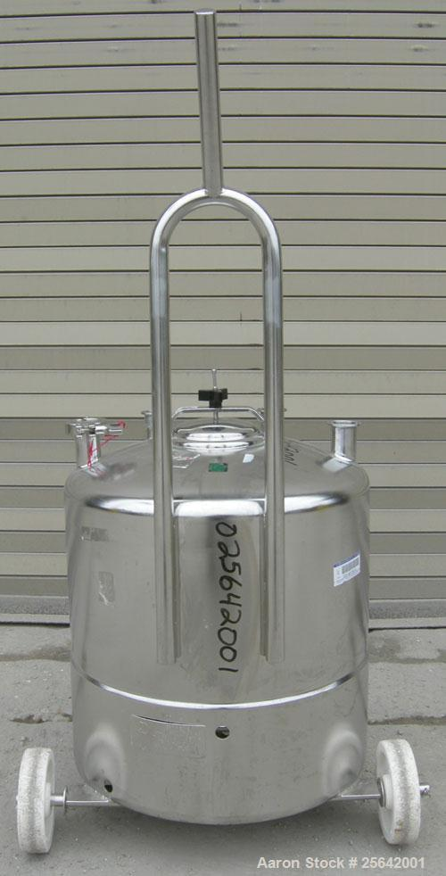 "USED: Alloy Products Pressure Tank, 13 gallon, 316 stainless steel, vertical.  18"" diameter x 10"" straight side.  Dished top..."