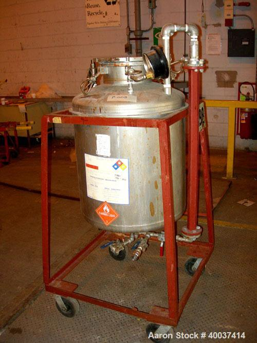 "Used- O.G. Kelley Co. Pressure Tank, 55 gallon, stainless steel, vertical. 24"" diameter x 27"" straight side, dished top and ..."
