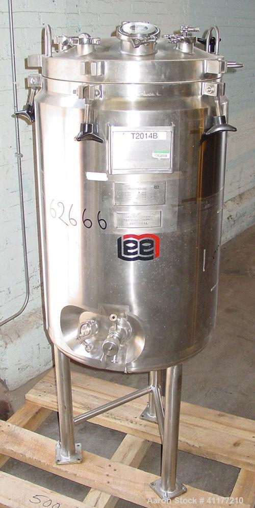 "Used- Lee Industries Pressure Tank, 50 Gallon, Model 200LDBT, Stainless Steel, Vertical. 22"" diameter x 36"" straight side, d..."