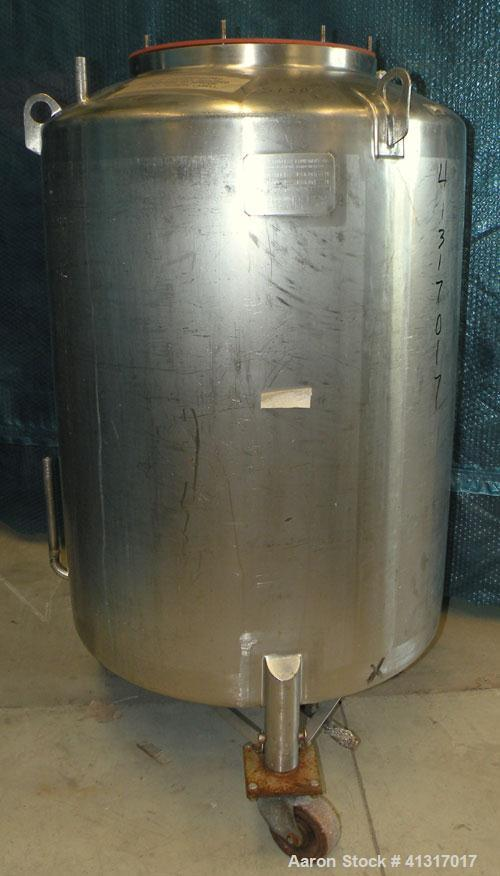 "Used- Walker Stainless Pressure Tank, 120 Gallon, 304 Stainless Steel, Vertical. 30"" diameter x 36"" straight side. Dish top ..."