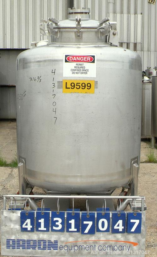 "Used- Mueller Pressure Tank, 275 Gallon, 316 Stainless Steel, Vertical. 46"" diameter x 54"" straight side. Dish top and botto..."