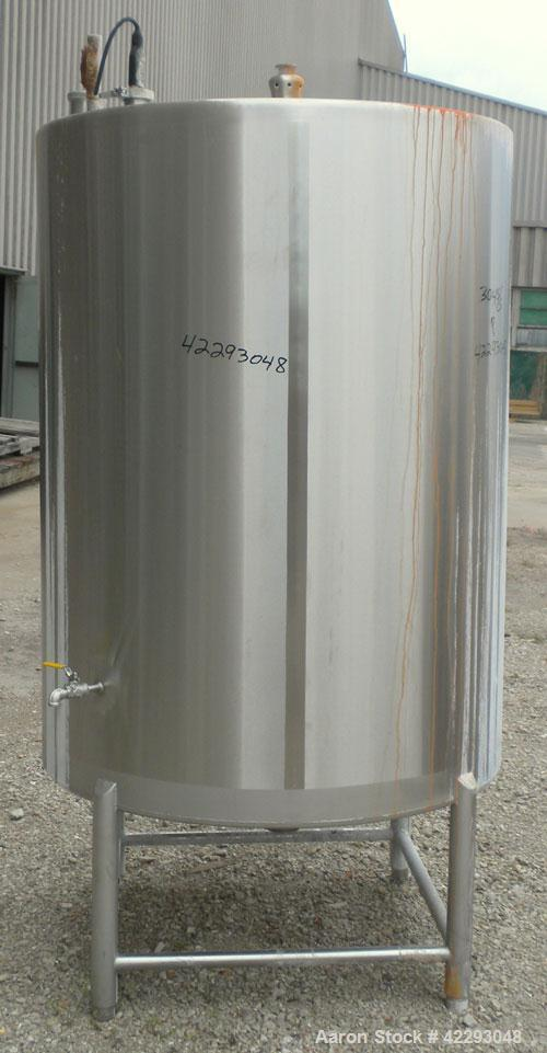 Used- Hartel Tank, 400 Gallon, 304 Stainless Steel, Vertical. 45'' Diameter x 60'' straight side. Flat top and bottom. Openi...