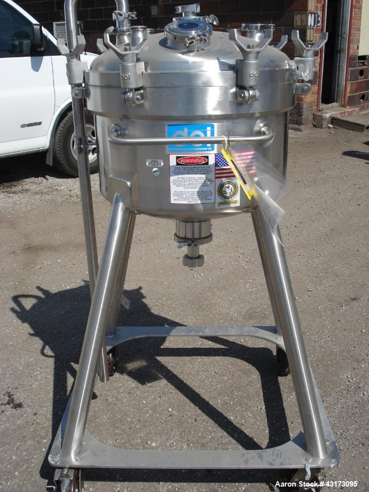 "Used-80 Liter DCI receiver, 316L stainless steel construction, 24"" diameter x 10"" straight side, Rated 50/15 psig @ 350 degr..."