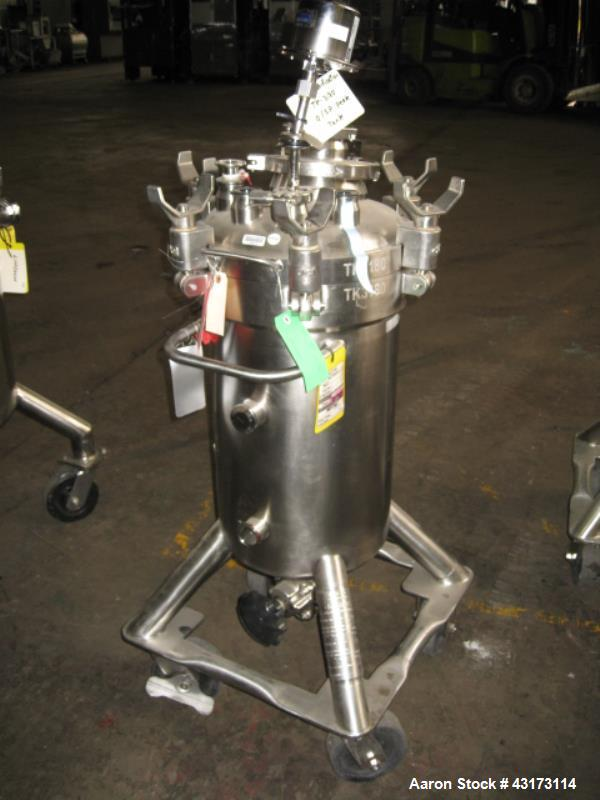"Used- DCI Pressure Tank, 50 Liter. Stainless steel construction, 13"" diameter x 21"" straight side, removable dish top, dish ..."