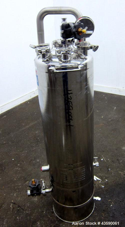 "Used- Alloy Products Pressure Tank, 15 Gallon, 316 Stainless Steel, Vertical. 12"" Diameter x 30"" straight side. Dished top a..."
