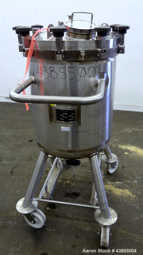 "Used- Feldmeier Pressure Tank, 40 Gallon, 316L Stainless Steel, Vertical. Approximately 22"" diameter x 25"" straight side, sl..."