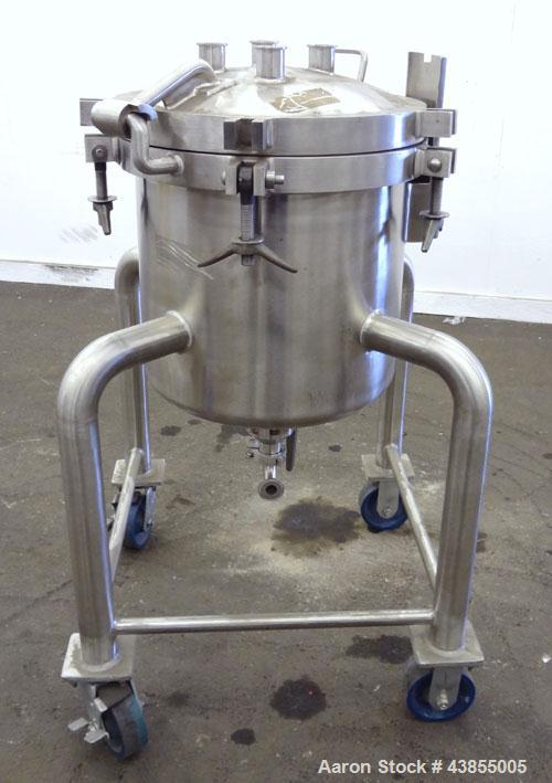 "Used- Lee Industries Pressure Tank, 15 Gallons, Model 15DBT, 316 Stainless Steel, Vertical.  18"" Diameter x 16"" straight sid..."