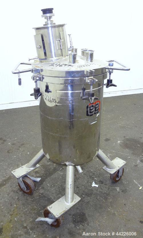 Used- 26.4 Gallon Stainless Steel Lee Industries Pressure Tank, Model 100LCBT