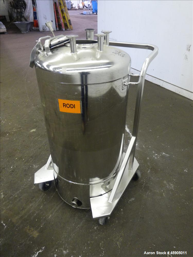 "Used- Alloy Products Pressure Tank, 25 Gallon, 316 Stainless Steel, Vertical. Approximate 18"" diameter x 23"" straight side, ..."