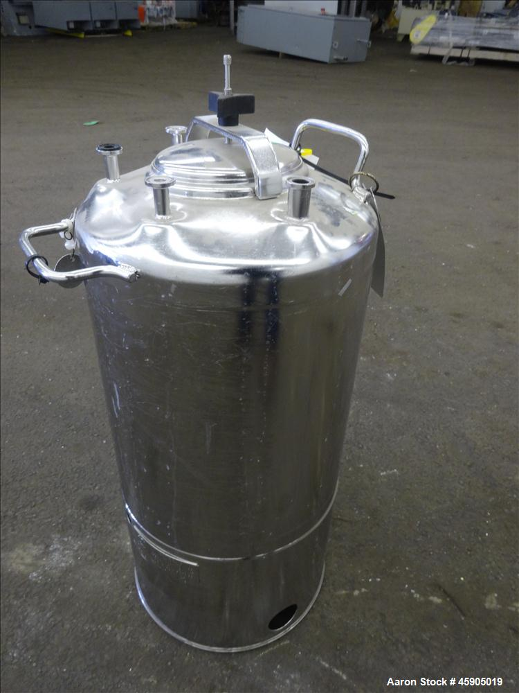 "Used- Alloy Products Pressure Tank, 6 Gallon, 316L Stainless Steel, Vertical. Approximate 12"" diameter x 13"" straight side, ..."