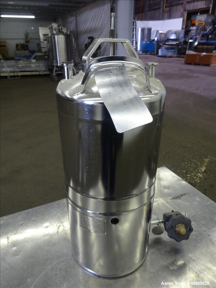 "Used- Alloy Products Pressure Tank, 2 Gallon, 316 Stainless Steel, Vertical. Approximate 9"" diameter x 8"" straight side, dis..."