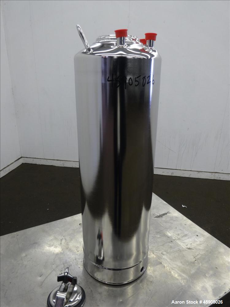 "Unused- Alloy Products Pressure Tank, 6 Gallon, 316L Stainless Steel, Vertical. Approximately 9"" diameter x 22"" straight sid..."