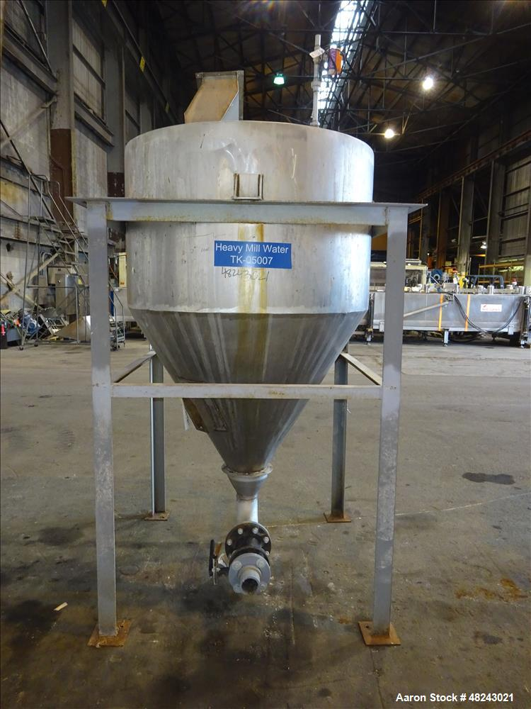 Used- Tank, Approximately 200 Gallon, 304 Stainless Steel, Vertical.