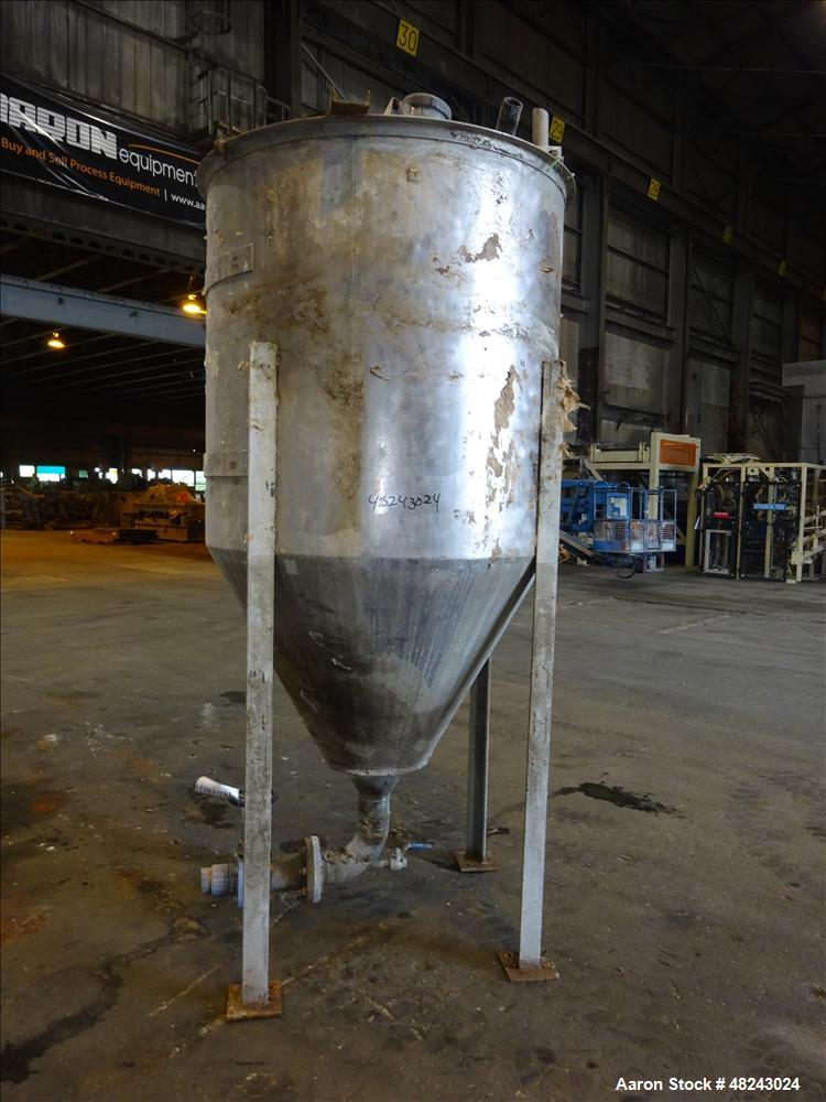 Used- Tank, Approximately 400 Gallon, 304 Stainless Steel, Vertical.