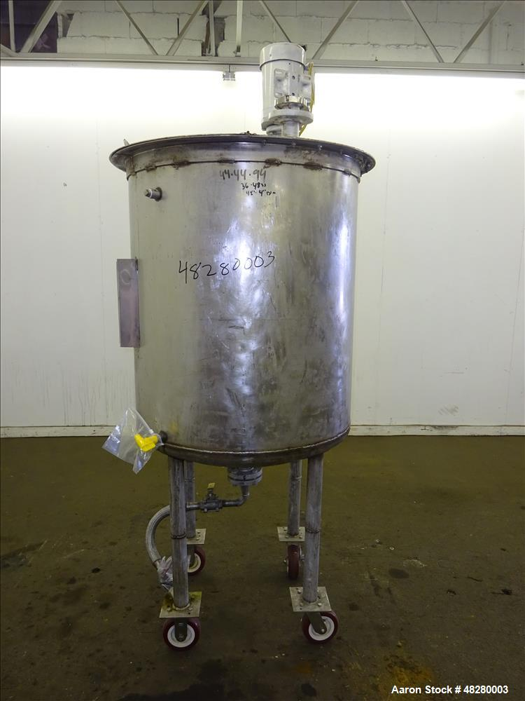 Used- Tank, Approximately 200 Gallon, 304 Stainless Steel. Vertical.