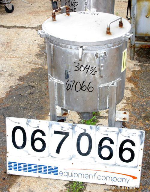 "USED: Tank, 304 stainless steel, 18 gallon, 17-1/2"" diameter x 17"" straight side, flat clamp on top cover, flat bottom. 2"" c..."