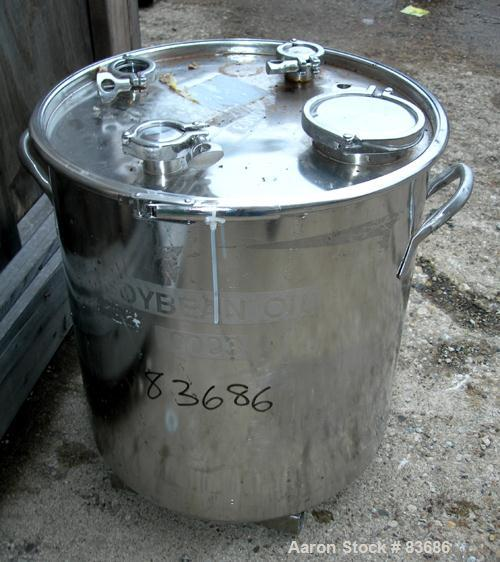 "USED: Bolz Tank, 20 gallon, 304 stainless steel, vertical. 17-3/4"" diameter x 19"" straight side. Open top with clamp-on cove..."
