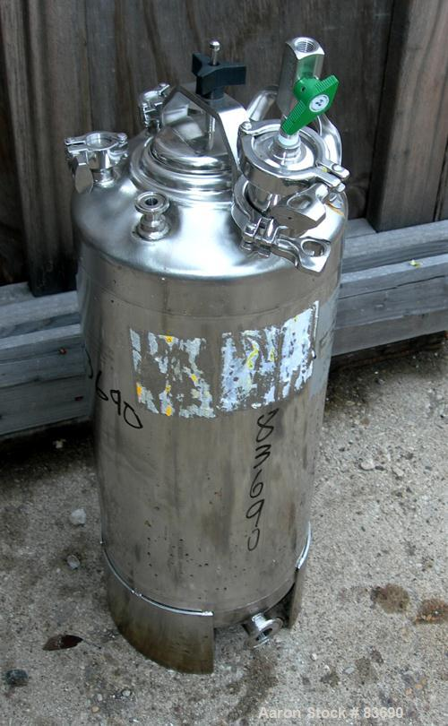 "USED: Alloy Products Pressure Tank, 5 gallon, 316 stainless steel, vertical. 9"" diameter x 18"" straight side. Dished top and..."
