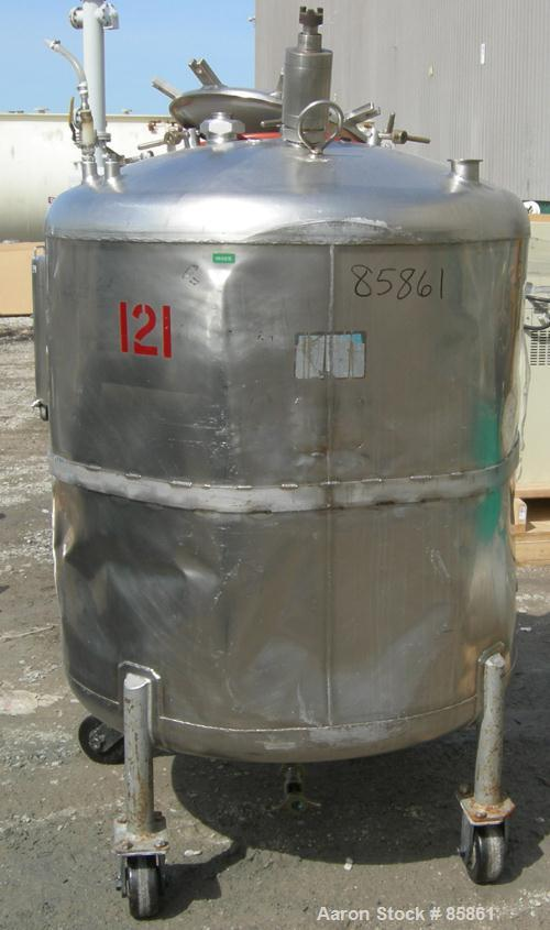 "USED: Mueller tank, 300 gallon, 304 stainless steel, vertical. 44"" diameter x 42"" straight side, dished top and bottom. 1"" d..."