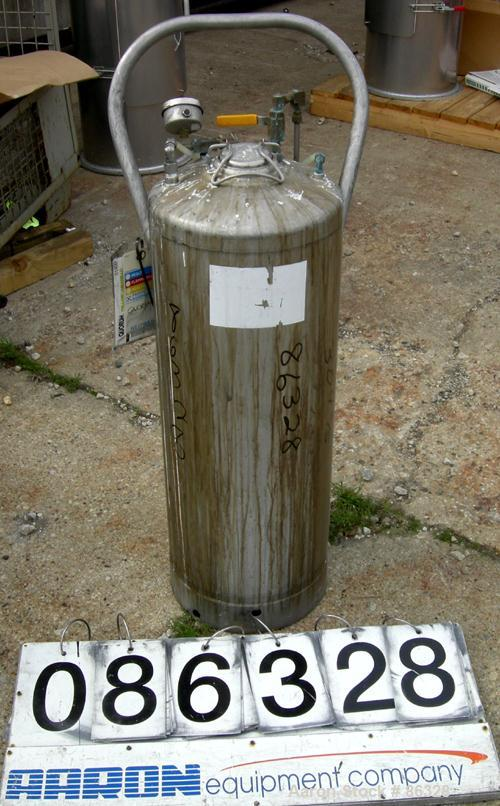"USED- Alloy Products Pressure Tank, 16 Gallon, 304 Stainless Steel, Vertical. 12"" diameter x 28"" straight side. Dish top and..."