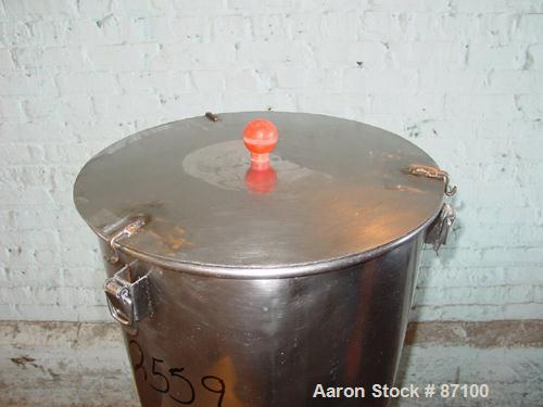 "USED: Mix tank, approximate 25 gallon, stainless steel. Non-jacketed chamber 17-1/2"" diameter x 25"" deep. Flat open top with..."