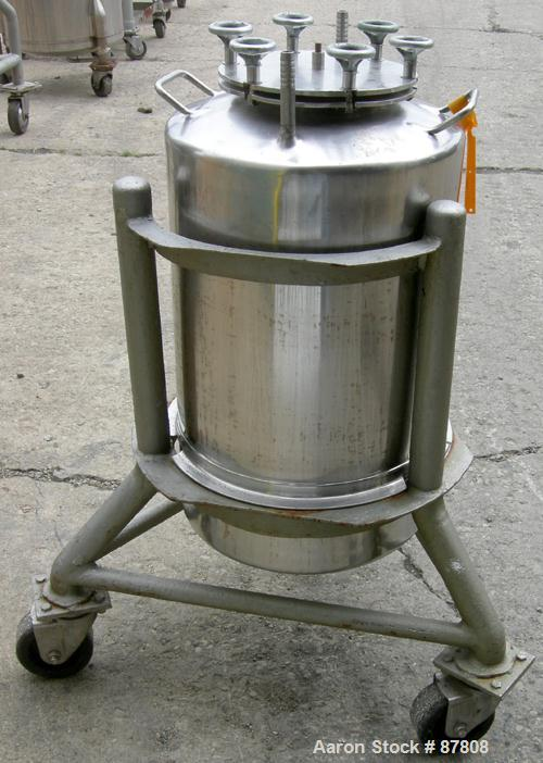 "Used- Groen Tank, 18 Gallon, 316 Stainless Steel, Vertical. 15-1/2"" Diameter x 23"" straight side, dish top and bottom. Openi..."