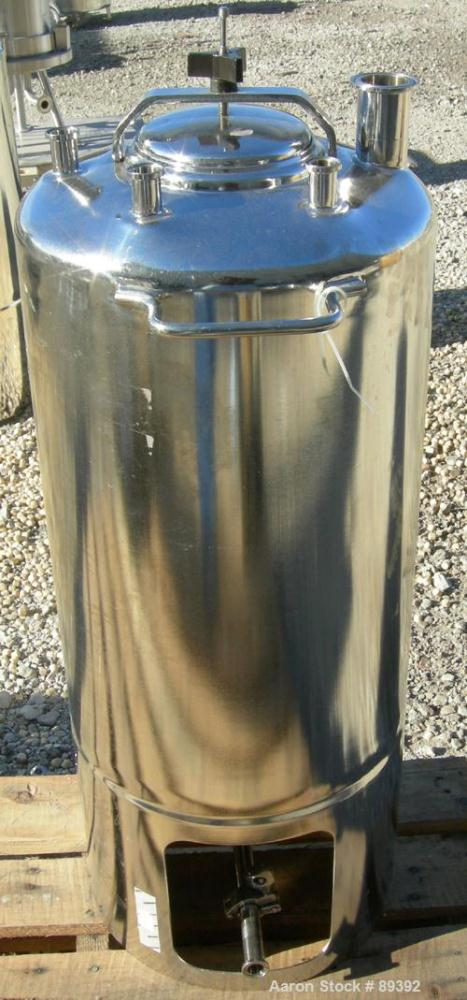"USED: Alloy Products pressure tank, 13 gallon, 316 stainless steel, vertical. 12"" diameter x 19"" straight side. Dished top a..."