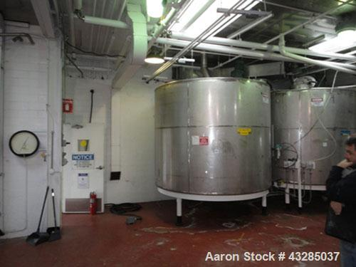 "Used-Tank, 3000 Gallon, Stainless Steel, Vertical.  Approximately 102"" diameter x 84"" straight side.  Flat top and bottom.  ..."