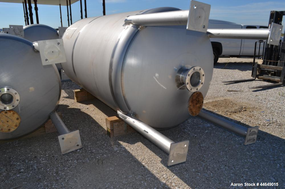 "Unused- Holloway America Pressure Tank, 1200 Gallon, 316L Stainless Steel, Vertical. Approximate 60"" diameter x 100"" straigh..."