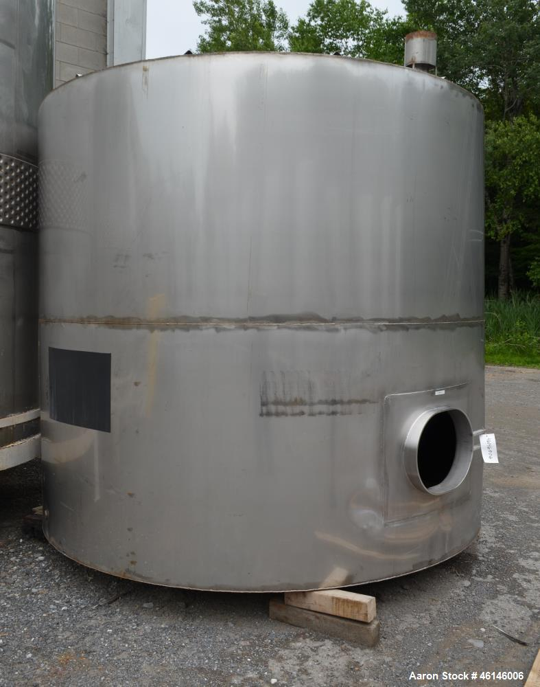 Used- Tank, Approximate 4,000 Gallon, Stainless Steel, Vertical.