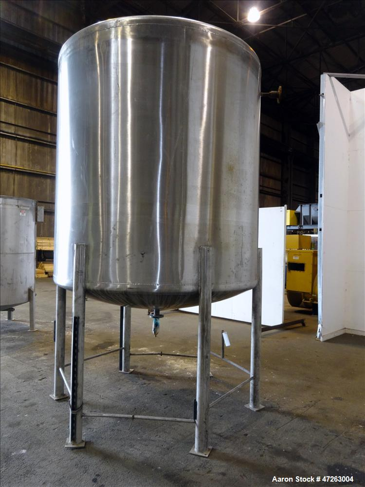 Used- Tank, Approximate 1,850 Gallon, 304 Stainless Steel, Vertical.