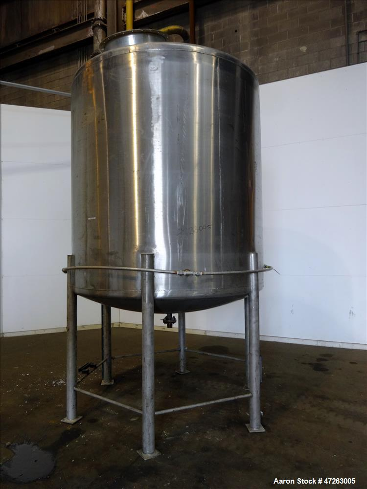 Used- Tank, Approximate 2,000 Gallons, 304 Stainless Steel, Vertical.