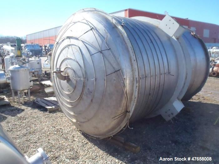 "Used- Tank, Approximately 4,000 Gallon, 304 Stainless Steel, Vertical. Approximate 90"" diameter x 132"" straight side. Intern..."