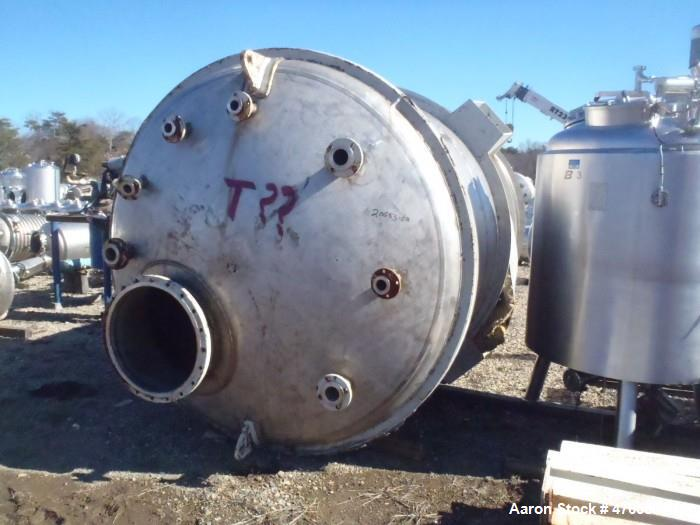 Used- Tank, Approximately 4,000 Gallon, 304 Stainless Steel, Vertical