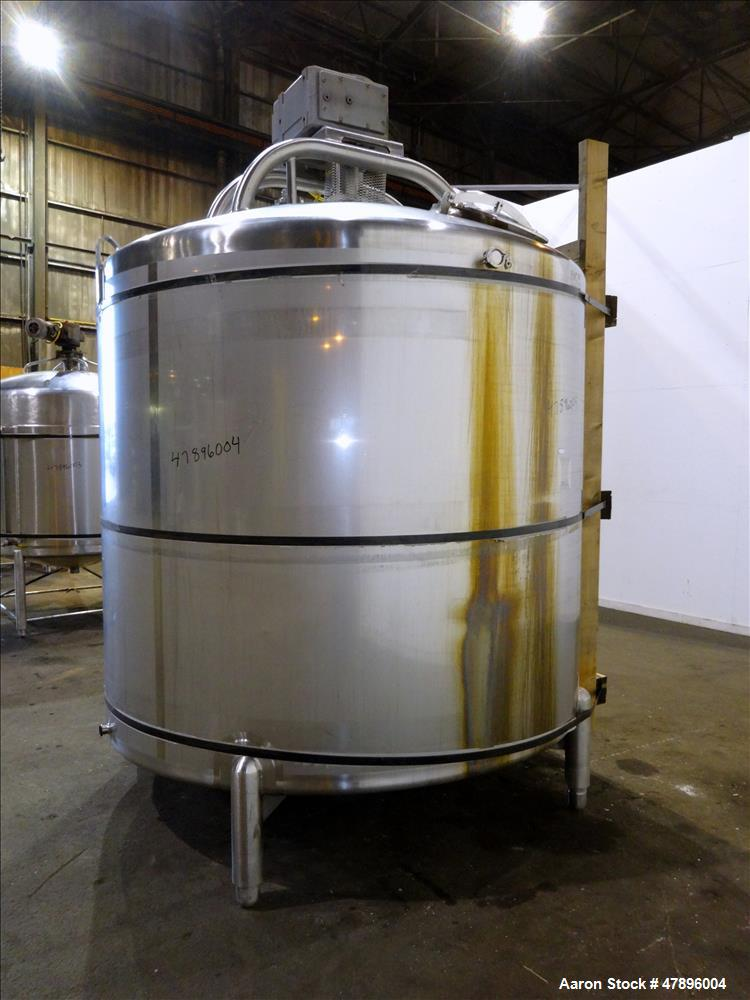 Used- Feldmeier Mix Tank, 2,000 Gallon, 304 Stainless Steel, Vertical.