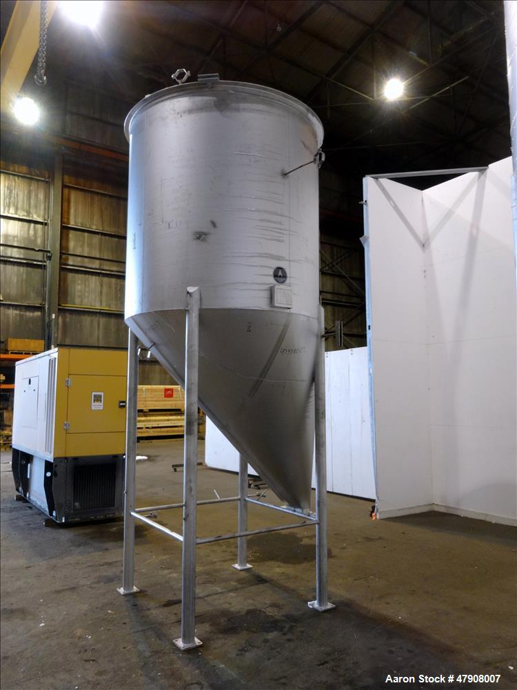 Used- Apache Stainless Tank, Approximate 1,000 Gallon, 304 Stainless Steel, Vert