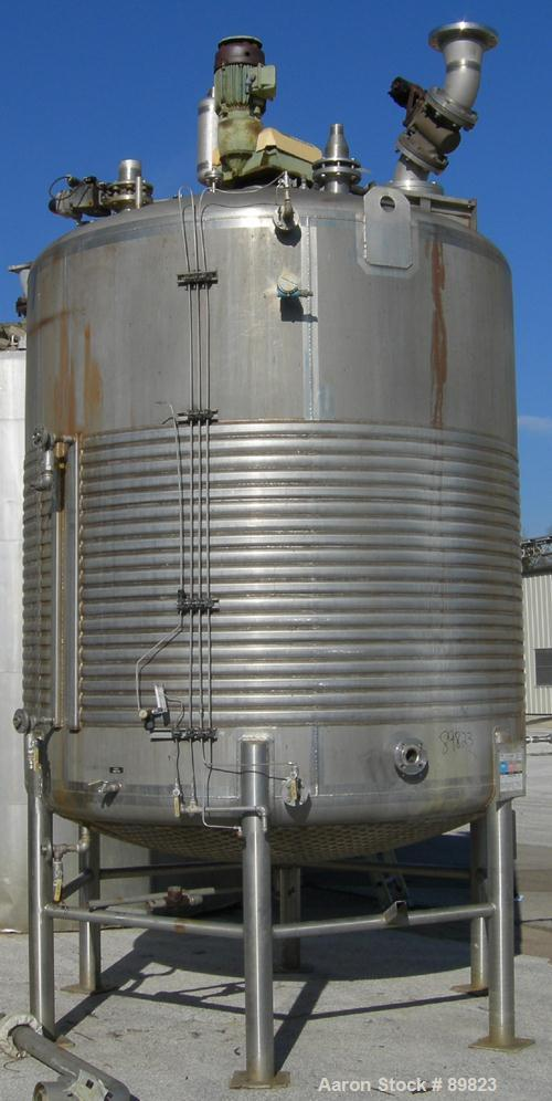 "USED: Walker jacketed mix tank, 3000 gallon, 304L stainless steel, vertical. 7'6"" diameter x 8' straight side. Dish top, dis..."