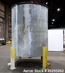 Used- Tank, Approximate 2,900 Gallon, 304 Stainless steel, Vertical.