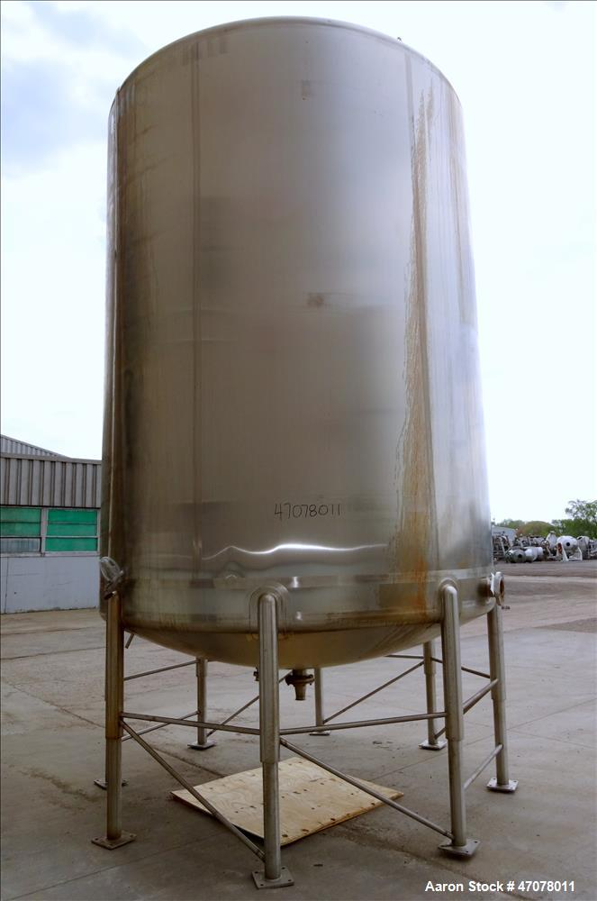 Used- Feldmeier Tank, 7944 Gallon, 304 Stainless Steel, Vertical.