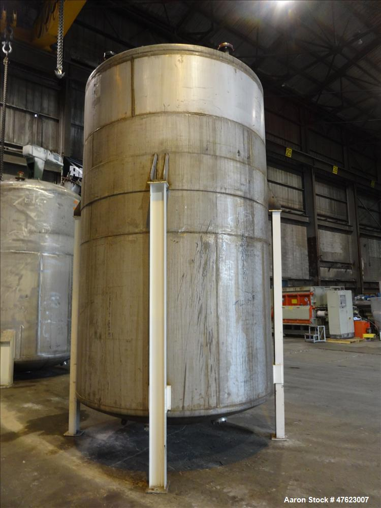 Used- Tank, Approximate 5,900 Gallon, 304 Stainless Steel, Vertical