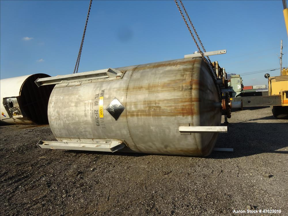 Used- Tank, Approximate 5,000 Gallon, 304 Stainless Steel, Vertical.