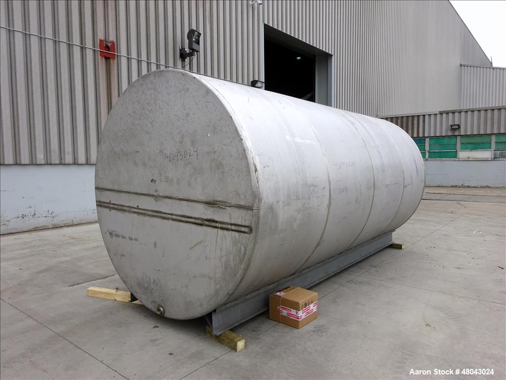 Used- Tank, Approximate 5000 Gallon, Stainless Steel, Horizontal.